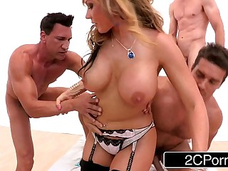 Big Tit MILF Nikki Sexx Goes Be beneficial to Her Roguish Time Gangbang
