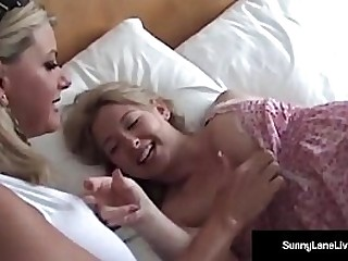 Gorgeous Busty Vicky Vette Plays with All Natural Cutie Sunny Lane!