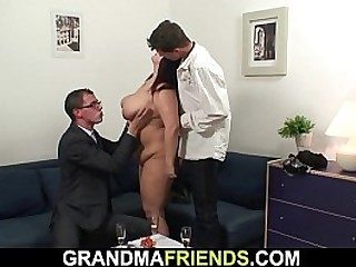 Have threesome lovemaking close to mature mom